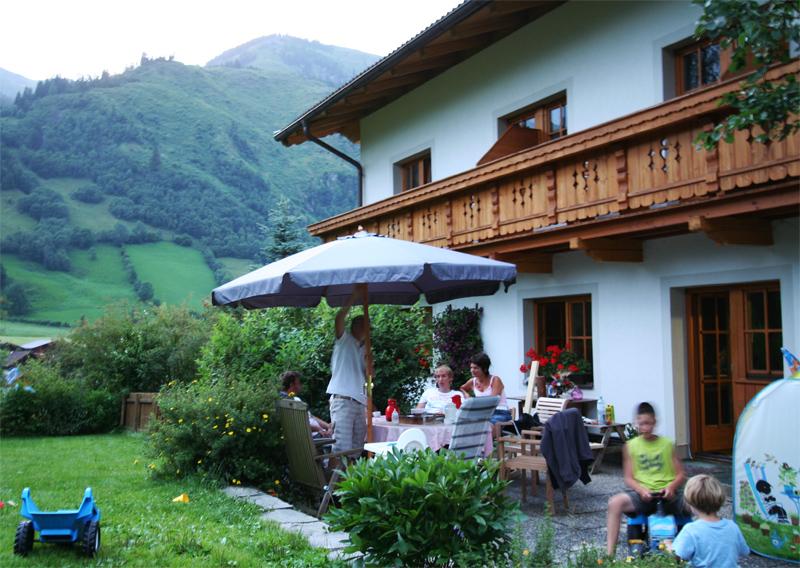 bezoek de Bergut Rauris Oostenrijk familie