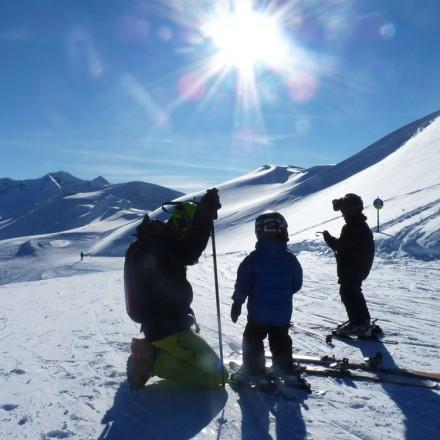 Op wintersport skiën in de Berghut met het gezin in Oostenrijk pension hotel Rauris kindvriendelijk met kinderen
