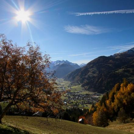 herfst dal Rauris Salzburgerland Oostenrijk Zell am See dorp Hohe Tauern bergen vakantieadresje in hotel pension de Berghut Rauris Oostenrijk