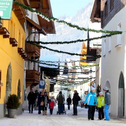 dorpje Rauris Rauris Salzburgerland Oostenrijk Zell am See dorp Hohe Tauern bergen vakantieadresje in hotel pension de Berghut Rauris Oostenrijk
