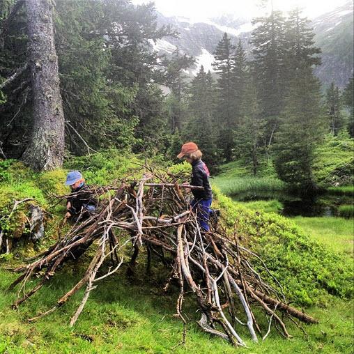 hut van hout maken bij de Berghut