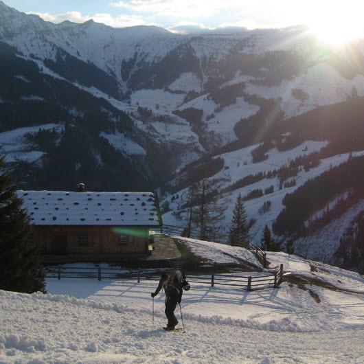 toerskiën en de zon zien opkomen bij de Berghut.com met Maarten Klip 2
