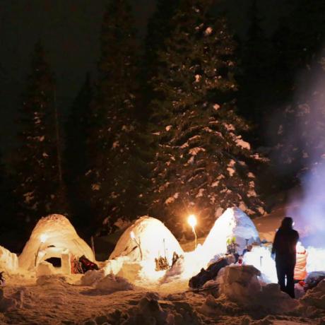 IgloExperience teambuilding in de bergen slapen in een zelfgebouwde iglo de Berghut.com