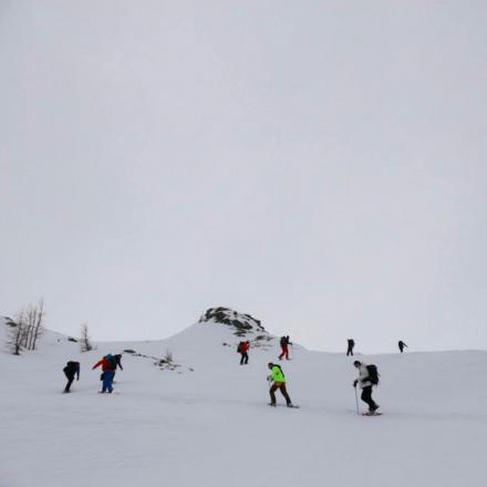 IgloExperience teambuilding in de bergen sneeuwschoenwandelen de Berghut.com