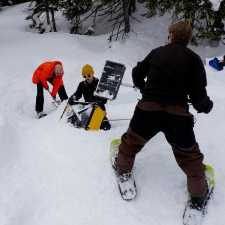 teambuilding in de bergen Oostenrijk iglo maken