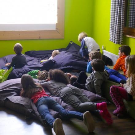 de-berghut-proefhotel-met-leonie-vakantie-familie-gezin-kinderen-met-autisme-oostenrijk-koe-speelruimte